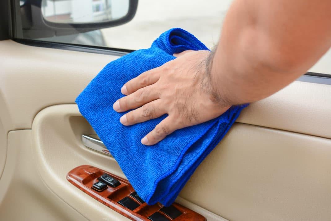 Comment tuer le coronavirus dans votre voiture sans endommager les surfaces